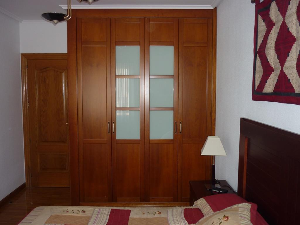 Puertas batientes y plegables muebles y carpinter a gallardo - Puertas plegables armarios empotrados ...